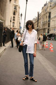 Fashion Gone rouge Casual Street Style, Model Street Style, Stretch Jeans, Olivia Palermo, White Shirt And Blue Jeans, Fashion Gone Rouge, Style Minimaliste, Model Look, Editorial Fashion