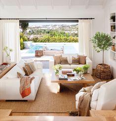 Rodeada de campo y mar, esta villa marbellí respira calma. ¿Con quién te irías este finde a disfrutar de esta casa?  #elmueble #casaelmueble #casa #house #marbella #juntoalmar #casajuntoalmar