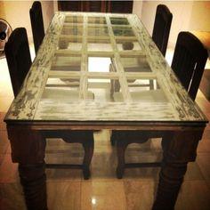 die alten Türen wiederverwerten und als Tisch benutzen