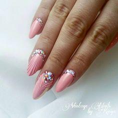 125 gorgeous wedding nails ideas – page 1 Rose Nails, Oval Nails, Pink Nails, Swarovski Nails, Rhinestone Nails, Romantic Nails, Bridal Nail Art, Nail Effects, Mermaid Nails
