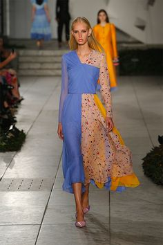 CORNFLOWER, LOTUS PINK AND MELON TERRAZZO PRINTED CHIFFON KNOTTED DRESS WITH MULTICOLOR PATCHWORK   Carolina Herrera