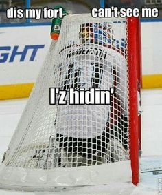 Kay so we actually have a game in gym class where we hide in a hockey goal net. Funny Hockey Memes, Funny Sports Quotes, Hockey Quotes, Sports Humor, Funny Memes, Hilarious, Blackhawks Hockey, Hockey Goalie, Hockey Games