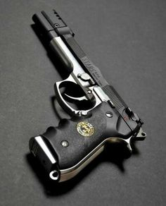 I want! I want! I want!!!!! This is such a gorgeous Beretta! Wow!