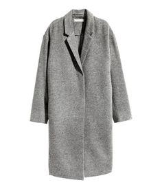 Grau. PREMIUM QUALITÄT. Knielanger Mantel aus weicher Kaschmir-/Wollmischung. Modell mit Kragen, Revers und verdeckter Druckknopfleiste. Überschnittene