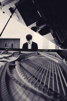 senior portrait; piano photograph