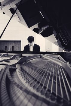 senior portrait; piano photograph