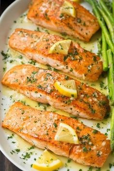 Skillet+Seared+Salmon+with+Garlic+Lemon+Butter+Sauce
