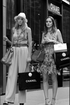 Blake Lively and Leighton Meester Gossip Girls, Gossip Girl Seasons, Gossip  Girl Blair, feee0ea5dc