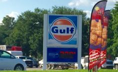 Here's a sighting that many youngin's like myself have not seen, a Gulf Oil station. Located at 1332 Se Evangeline […] Old Gas Stations, Chicago Cubs Logo, Blue Orange, Chevron, Oil, History, News, Historia, History Activities