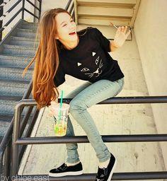 Hi I'm Chloe I'm a dancer and 15!Single but crushing...he already likes someone tho!~Chloe