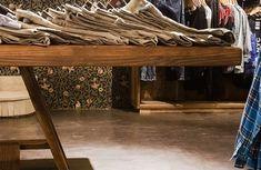 PPT Interiorismo Barcelona | Philpark Lleida | PPT Interiorismo Barcelona Showroom Design, Outdoor Furniture, Outdoor Decor, Entryway Tables, Home Decor, Wooden Cubes, Shop Displays, Paper Envelopes, Interiors