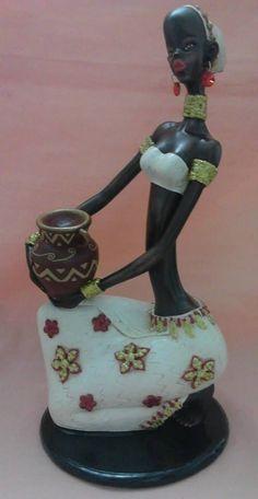 Resultado de imagen para africanas pintadas en yeso Newspaper Art, African Dolls, Africa Art, Cute Clay, Creativity And Innovation, African American Art, Black Women Art, African Culture, Detail Art