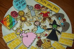 Wizard Of Oz Cookies I was originally going to make abstract designs when my daughter asked me to make Wizard of Oz cookies for her friend. Cookies For Kids, Cute Cookies, Cupcake Cookies, Cupcakes, Iced Cookies, Royal Icing Cookies, Sugar Cookies, Cookie Designs, Cookie Ideas