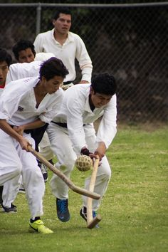 Pelota P'urépecha: gioco organizzato da uno dei gruppi etnici dell'altipiano centrale del Messico che pratica fin dall'antichità due tipi di gioco di palla. Uno con le mani e uno con l'utilizzo di una mazza. Si gioca solitamente in due squadre da 5 giocatori, che con le mazze devono cercare di far arrivare la palla nella meta avversaria.