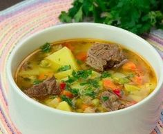 Ciorba de vacuta cu legume – toti ai casei vor mai cere o porti Lunch Recipes, Soup Recipes, Cooking Recipes, Healthy Recipes, Romanian Food, Russian Recipes, Healthy Meal Prep, Soups And Stews, Soul Food