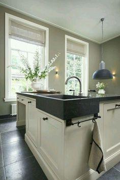 64 Trendy Ideas for kitchen floor mat ideas Kitchen Rules, New Kitchen, Kitchen Dining, Kitchen Decor, Grey Kitchens, Cool Kitchens, Cocinas Kitchen, Kitchen Wall Colors, Kitchen Flooring