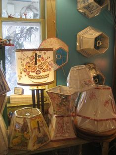 """""""Lampshades as a design element; Lakes Lampshade's Lampshade Lady takes lampshade making to an art. Diy Furniture Projects, Fun Projects, Make A Lampshade, Craft Booth Displays, Vintage Lamps, Drum Shade, Lamp Shades, Design Elements, Glow"""