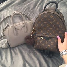 Runway fashion Celebrity style 2016 New LV Collection for Louis Vuitton Handbags Must have it! Runway fashion Celebrity style 2016 New LV Collection for Louis Vuitton Handbags Must have it! Luxury Bags, Luxury Handbags, Fashion Handbags, Fashion Bags, Designer Handbags, Designer Bags, Runway Fashion, 90s Fashion, Trendy Fashion