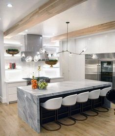 Best kitchen island farmhouse pendants Kitchen Furniture, Furniture Design, Cool Kitchens, Kitchen Island, Farmhouse, Island Kitchen, Kitchen Units, Rural House, Cottages