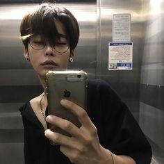 Korean Ulzzang Boys - Models male Style/Trends/Look Hair cut and Korean Boys Hot, Korean Boys Ulzzang, Hot Asian Men, Ulzzang Couple, Cute Korean, Ulzzang Boy, Korean Men, Cute Asian Guys, Asian Boys