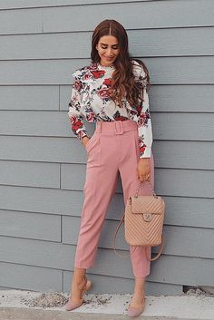 Search for floral print blouse at ROMWE. Casual Work Outfits, Professional Outfits, Stylish Outfits, Cool Outfits, Fashion Outfits, Semi Formal Outfits, Ropa Semi Formal, Fashion Model Poses, Looks Plus Size