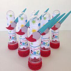 Amei esses tubetes 😍 #formaturadoabc #formaturadeabc #personalizadosabc #scrapfesta Art Attak, Graduation Balloons, Art Party, Party Favors, Party Themes, Kids Art Party, Paint Party, Art Kids, School Supplies