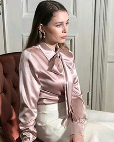 Blouse And Skirt, Blouse Dress, Ruffle Blouse, Sexy Blouse, Taffeta Dress, Cute Blouses, Satin Blouses, Sexy Older Women, Blouse Vintage