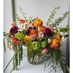 We let the flowers dance. #graceandthorn #ourmotto
