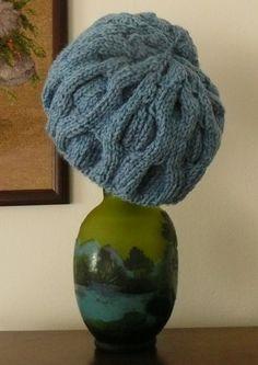 http://sacrosetam.blogspot.ro/2012/08/knit-hat-two-colors-caciula-tricotata.html
