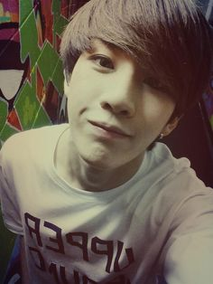 Am I the only one who think Byungjoo looks like Hansol in this pic?