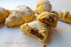 I Cornetti di Ricotta con la Nutella,sono veramente buoni! E' un'impasto molto particolare,oltre ad esserci la ricotta,ci sono anche le carote!!!!