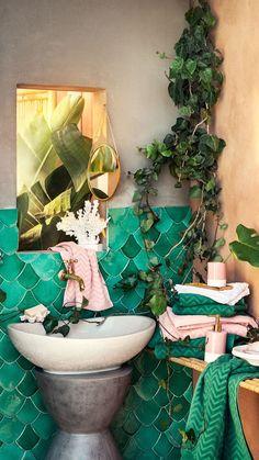 20 Gorgeous Bohemian Bathroom Decorating Ideas You Must Know – Design & Decorating Mermaid Bathroom, Bathroom Red, Chic Bathrooms, Bathroom Interior, Bathroom Ideas, Mermaid Tile, Black Bathrooms, Bathroom Accents, Bathroom Taps