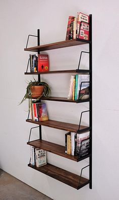 8 pieces of furniture and accessories for a tidy room! Diy Bookshelf Wall, Wall Mounted Bookshelves, Custom Bookshelves, Bookshelves In Bedroom, Diy Wall, Bookshelf Ideas, Office Wall Shelves, Book Shelves, Tidy Room