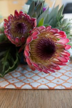Navajo Inspired Tablescape by Isari Floral Studio Exotic Flowers, Beautiful Flowers, Protea Flower, Flower Photos, Flower Ideas, This Is Love, Our Wedding Day, Tablescapes, Flower Arrangements