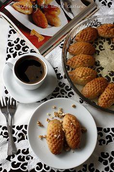 Surfing the world cuisine: Kalburabastı - Turkish cookies/ Turkiški sausainia. Turkish Cookies, Turkish Sweets, Greek Sweets, Middle Eastern Sweets, Middle Eastern Recipes, Turkish Recipes, Italian Recipes, Syrup Cake, Turkish Kitchen
