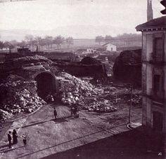 1906-Portal  de  San  Nicolás,entrada sur a Pamplona. se comenzaron las obras de reforma del portal,la casa de la derecha estaba donde ahora está la casa del antiguo cine Avenida-PUERTA  DE  SAN  NICOLAS-MURALLAS-