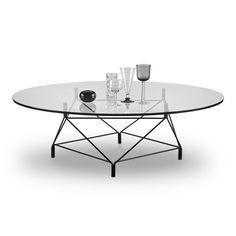 Spider från Eilersen är ett modernt och stilrent bord i ett flertal utföranden. Kollektionen är formgiven av Andreas Hansen och består av soffbord, matbord och sidobord i olika bredder och höjder. Gemensamt för samtliga är underredet som påminner om ett spindelnät - nätt i sin struktur men samtidigt starkt och pålitligt.
