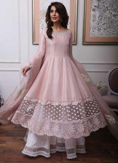 Party Wear Indian Dresses, Pakistani Fashion Party Wear, Designer Party Wear Dresses, Kurti Designs Party Wear, Dress Indian Style, Indian Designer Outfits, Bollywood Fashion, Indian Outfits, Beautiful Pakistani Dresses