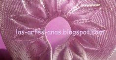ESTA, es mi versión de INVIERNO con lana, del canesú de hojas para jubón de bebé,    la anterior versión en algodón, se nos ha quedado p... Baby Cardigan Knitting Pattern, Knitting Patterns, Baby Sweaters, Flowers, Margarita, Craft Ideas, Pink Sundress, Knit Jacket, Costume Design