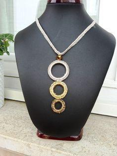 Crochet Bracelet Pattern, Crochet Jewelry Patterns, Crochet Designs, Bracelet Patterns, Crochet Earrings, Textile Jewelry, Fabric Jewelry, Diy Jewelry, Jewelery