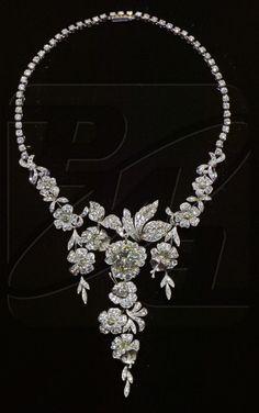 From the Diamond Fund: Necklace. Author Victor Nikolaev, jewelers Victor Nikolaev, Gennady Alexakhin, 1977. Platinum, diamonds. Weight 106.94 grams.
