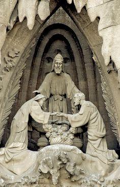 The sculptures - By Anton Gaudi, Barcelona Antoni Gaudi Sagrada Familia, Art And Architecture, Architecture Details, Antonio Gaudi, Barcelona Catalonia, Barcelona Travel, Effigy, Kirchen, Illustrations
