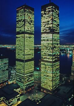 Twin Towers of the World Trade Center at Twilight, designe… World Trade Towers, World Trade Center Nyc, Trade Centre, Beautiful Buildings, Beautiful Places, Modern Buildings, Modern Architecture, Beautiful Pictures, 11 September 2001
