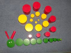 slak Montessori Preschool, Montessori Elementary, Montessori Education, Maria Montessori, Montessori Materials, Primary Education, Symmetry Activities, Bottle Cap Projects, High School Counseling