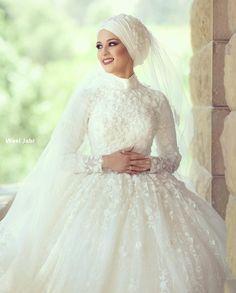 to wear to a wedding hijab simple Hijabi Wedding, Wedding Hijab Styles, Muslimah Wedding Dress, Muslim Wedding Dresses, Muslim Brides, Princess Wedding Dresses, Elegant Wedding Dress, Dream Wedding Dresses, Wedding Gowns