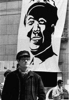 Etudiant et le portrait de Mao, La Sorbonne - Paris, mai 1968- Janine Niepce