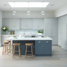 5 Wealthy Cool Tips: Kitchen Remodel Tile Upper Cabinets simple small kitchen remodel.Cheap Small Kitchen Remodel small kitchen remodel with island. Kitchen Interior, Kitchen Island Cabinets, Living Room Kitchen, Kitchen Remodel, Kitchen Remodel Small, Kitchen Island With Seating, Kitchen Island Design, Home Kitchens, Kitchen Renovation