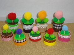 「キャップで小さな植木鉢」ボトルキャップをフエルトとレースやリボンで可愛く変身! ぽんぽんフラワーの植木鉢にしてみました♪[材料]ペットボトルキャップ/フエルト/レース、リボン/つまようじ/デコレーションボール/両面テープ Felt Crafts, Diy And Crafts, Pet Bottle, Fidget Toys, Little Things, Recycling, Handmade, Google, Projects For Kids