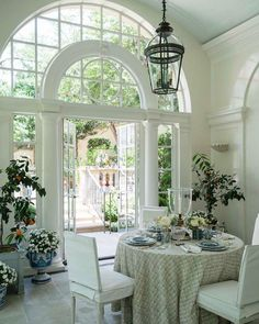 Instagram Hill Interiors, Shabby Chic Interiors, Luz Natural, Natural Light, Luxury Home Decor, Luxury Homes, Everything Designer, Park Homes, White Rooms