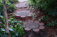 sunflowers ♥ stepping stones. simple centers with pebbles and concrete in round pan. when cured, add petal shaped pavers. these pavers should be available at Lowes or HD...?
